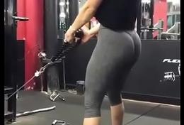Mujer en el gym &iexcl_que buen culote!