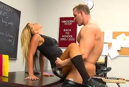 Comme ci schoolgirl Holly Taylor gets nailed