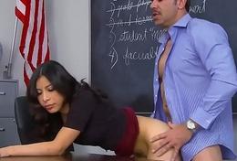 Nicole Ferrera copulates the principal