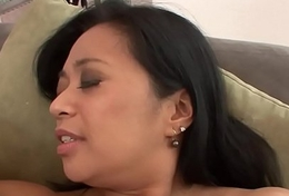 Asian stepmom les pussylicks and fingers