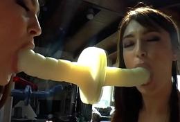 Roundass slut blows dildo