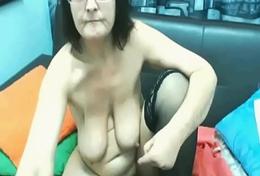 Granny masturbates on onLIVEgirls.com